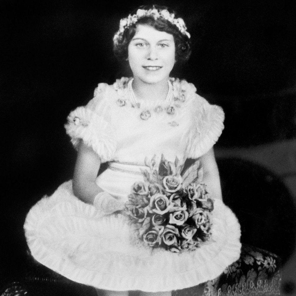 """A fiatal Erzsébet hercegnőt családja Lilibetnek becézte. Margaret Rhodes, II. Erzsébet unokatestvére azt mondta, hogy """"vidám kislány, de alapvetően értelmes és jól viselkedett""""."""