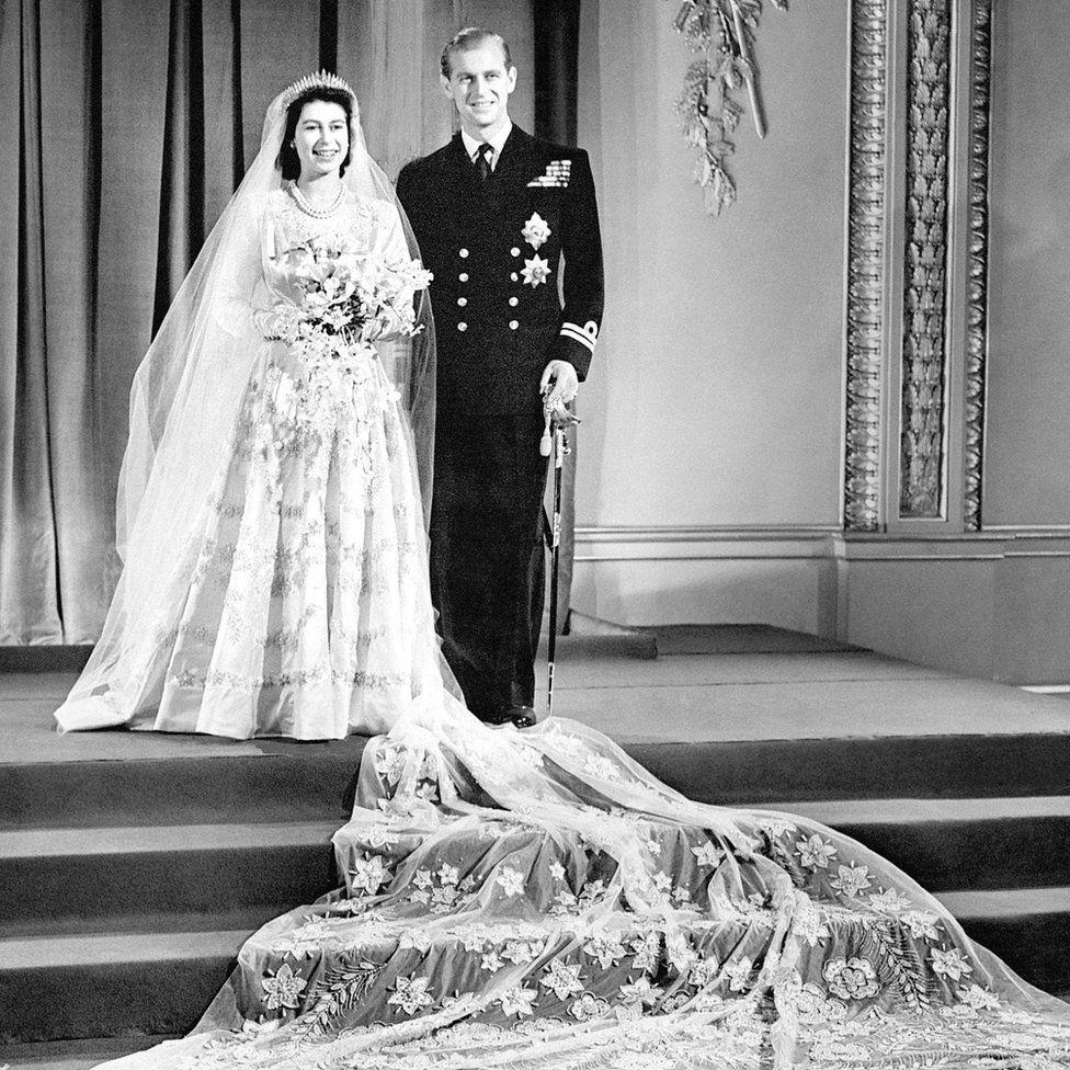 1947. november 20-án hozzáment harmadik unokatestvéréhez, Fülöp edinburgh-i herceghez.