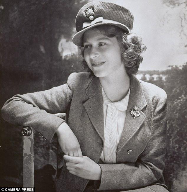 II. Erzsébet 1942-ben, ATS egyenruhában. Forrás: Camera Press