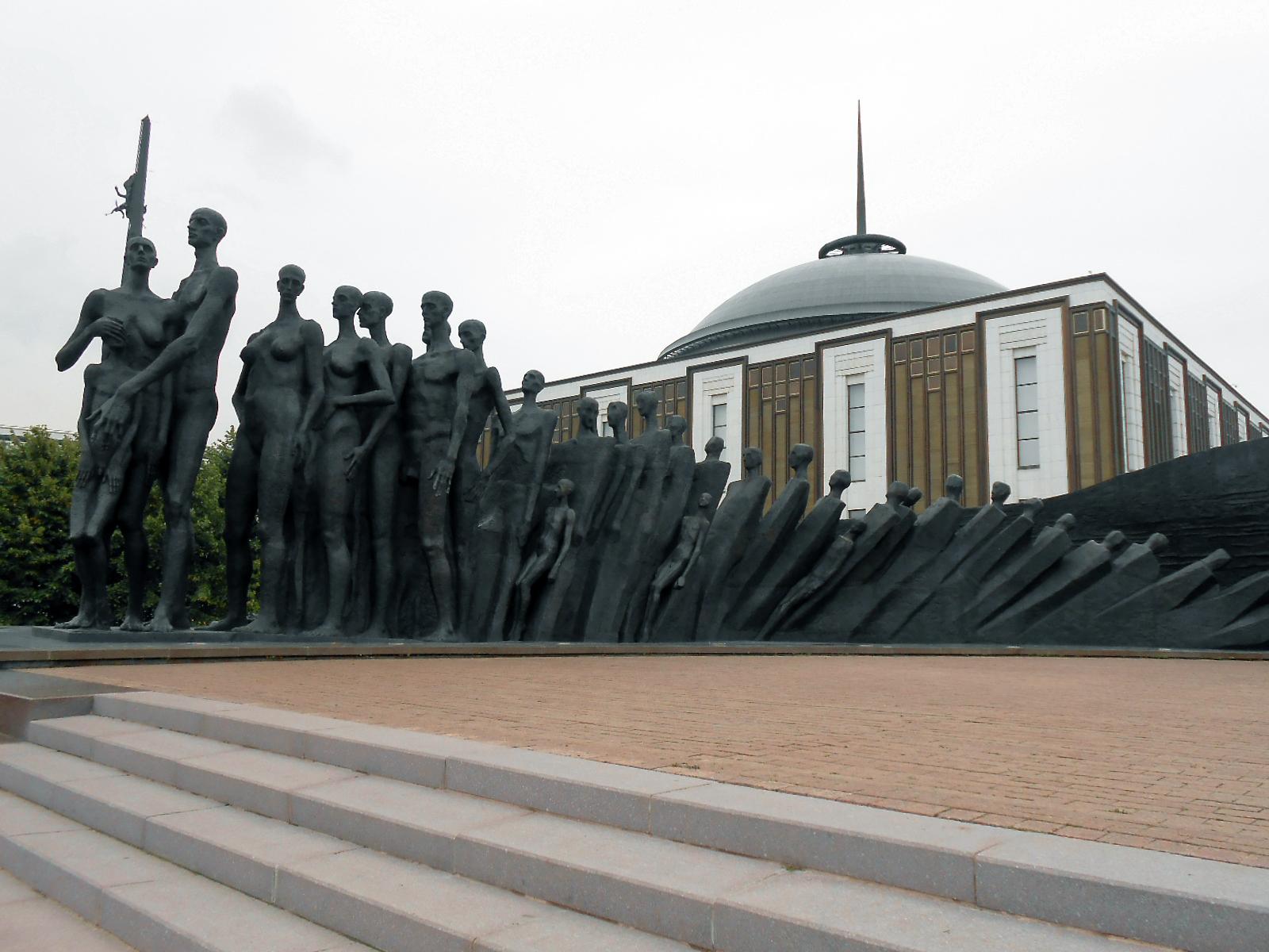 Népek tragédiája emlékmű és a Nagy Honvédő Háború Központi Múzeuma, Moszkva, Győzelem Park (a szerző felvétele)