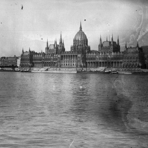 Holttest a Parlamentben; Hogy kerültek Lenin-fiúk a Felsőházba?