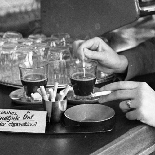 A szarvasi kávéfőzők és a kávézás a Kádár-korszakban