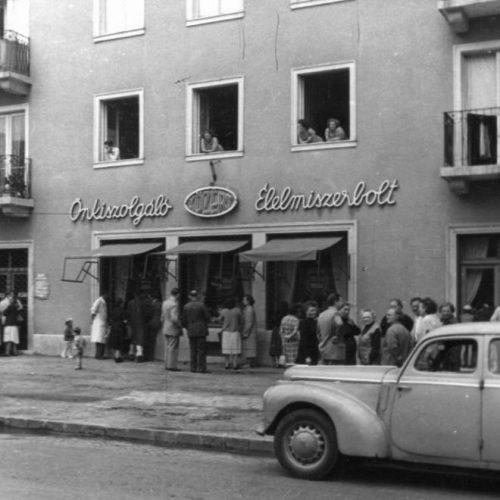 """""""Dolgozik a közért"""" – Az első éjjel nappali és önkiszolgáló boltok Budapesten"""
