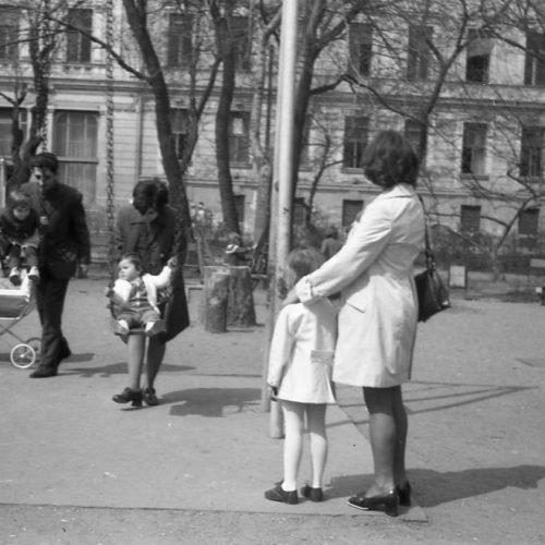 Gyermekmegőrzők és pótmamaszolgálat, avagy gyermekfelügyelet a szocialista időszakban