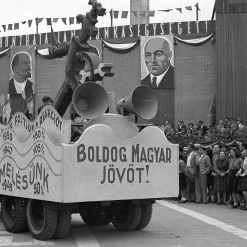 1944/1945: a vita és haszna.