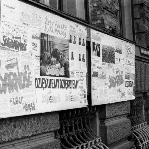 Hullámvasút a szabadságba – Lengyelország útja a diktatúrából az EU-ig